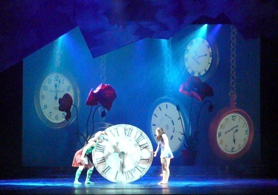 Alice im Wunderland von Ricardo Fernando, Video/3DAnimationen: Lieve Vanderschaeve